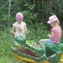 Крокодил заболел,ему нужен компресс на голову!